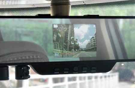 Недостатки видеорегистратора в зеркале заднего вида