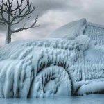 Как очистить машину от льда и снега в сильный мороз?