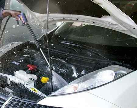 Нужно ли мыть двигатель автомобиля и как правильно это делать