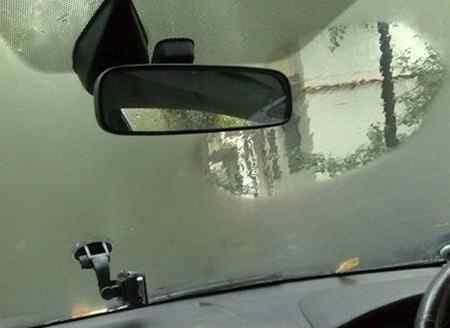 Из-за чего могут запотевать стекла в машине?