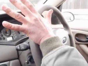 Почему вибрирует руль и как справиться с этой проблемой